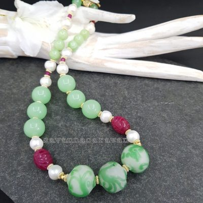 Glass pearls green necklace